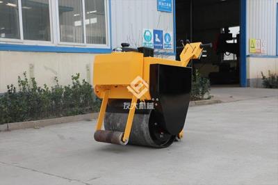 单钢轮压路机表面维护的方法,保养掉漆的小技巧