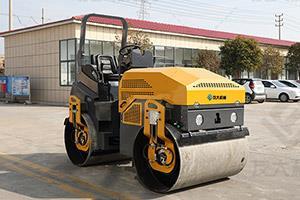 新4吨双钢轮全液压座驾压路机